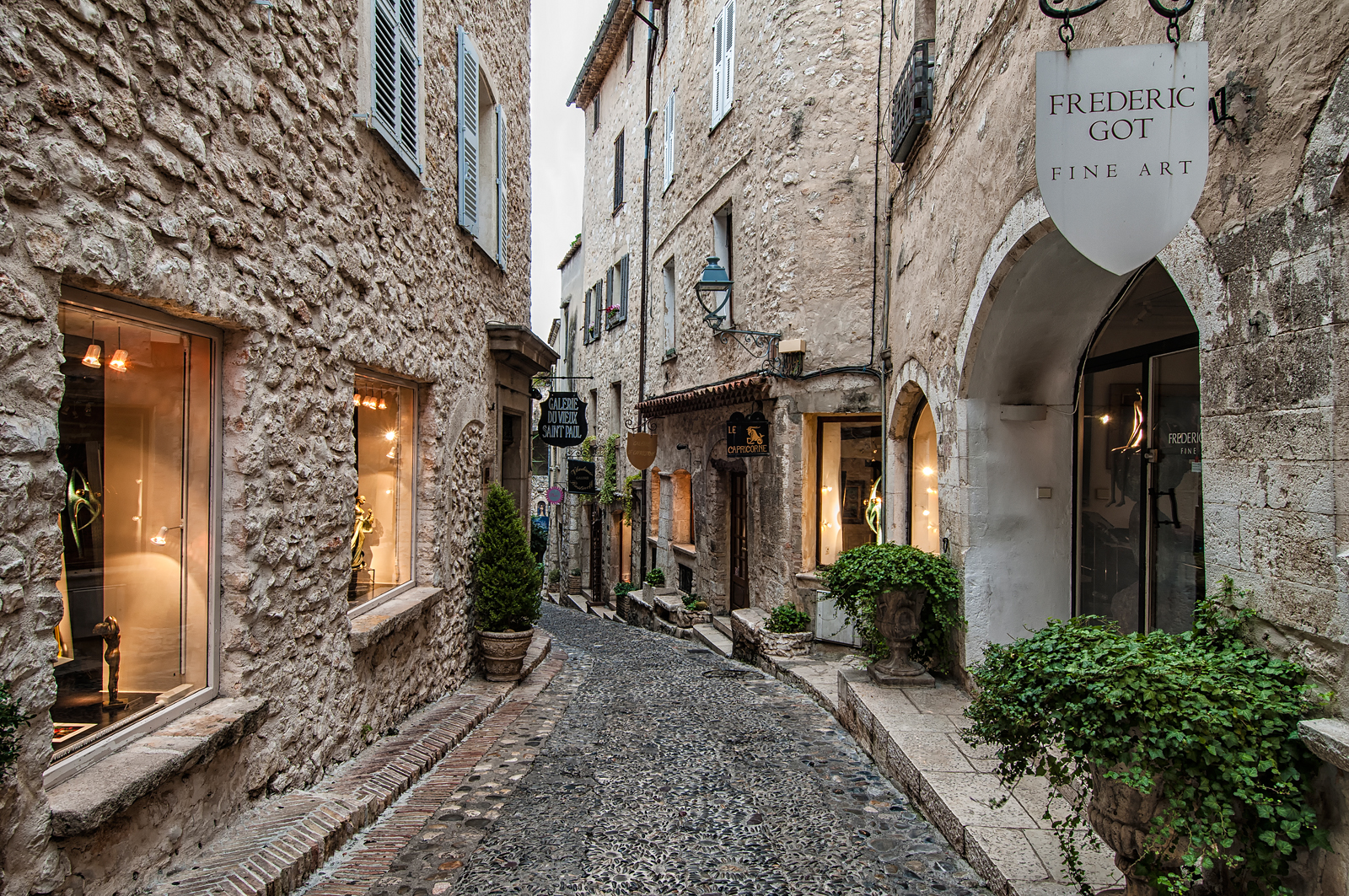 St paul de vence art galleries on rue de grande villa soleil - Office de tourisme de saint paul de vence ...